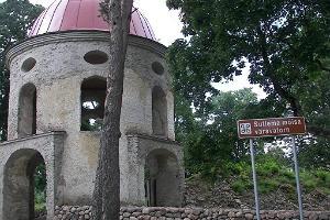 Der Torturm des Herrenhauses Sutlema
