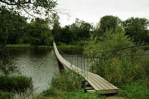 Река Ягала и висячий мост