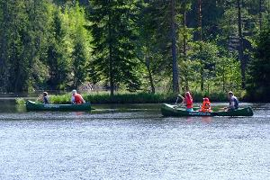 Brauciens ar kanoe pa Ahjas upi un pankūku pikniks