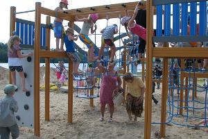 Vīlandes ezera krasta rotaļu laukums