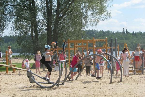 Игровая площадка на пляже озера Вильянди