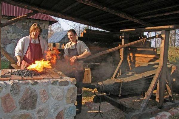 Изготовление подковы на счастье или гвоздя на хутор Сепа в волости Рыуге