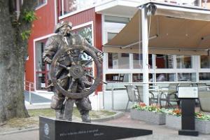 Kihnu Jõnnu skulptuur