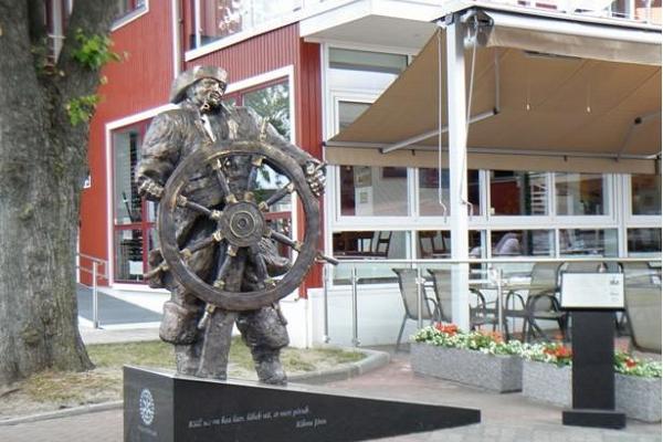 Skulpturen Kihnu Jõnn