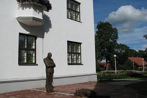 August Maramaas staty