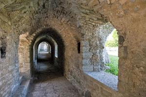 Piritas klostera drupas