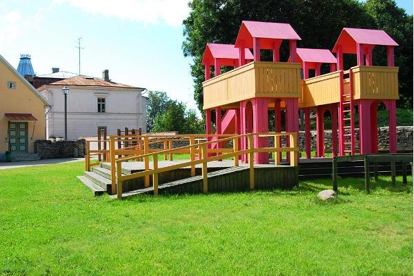 Ilons lekrum och barnpark i Haapsalu