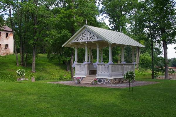 Luke Manor and pavilion located in the manor park, where a marriage is being registered
