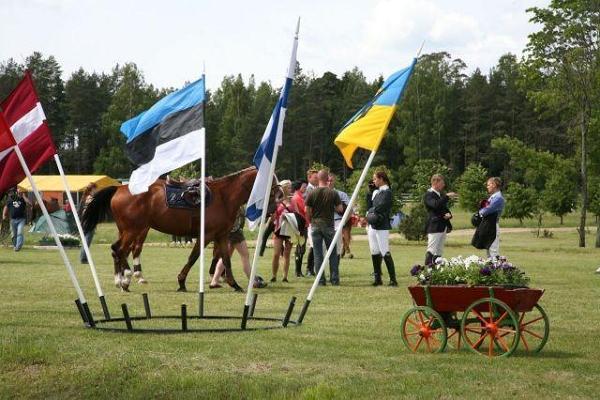 Maria Ridcentrum - med häst på Mariagårdens leder