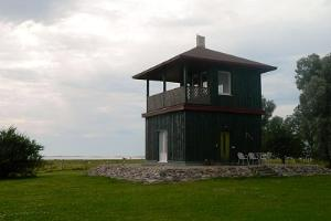 Birdwatching tower of the Puise Nina Farm