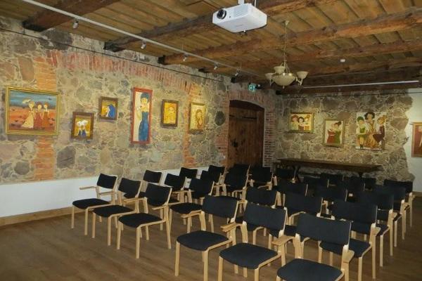 Exhibition room of Räpina Loomemaja