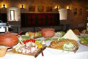 Restaurant Von Taube in der Burg von Purtse (dt. Isenheim)