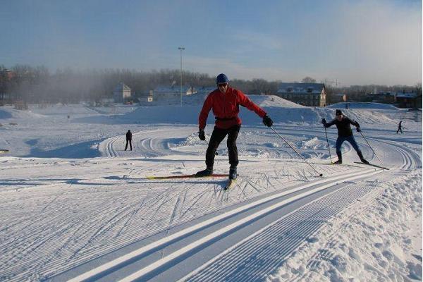 Tähtveren hiihtoladut ja hiihtäjät