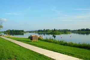 Зона отдыха возле озера Камари