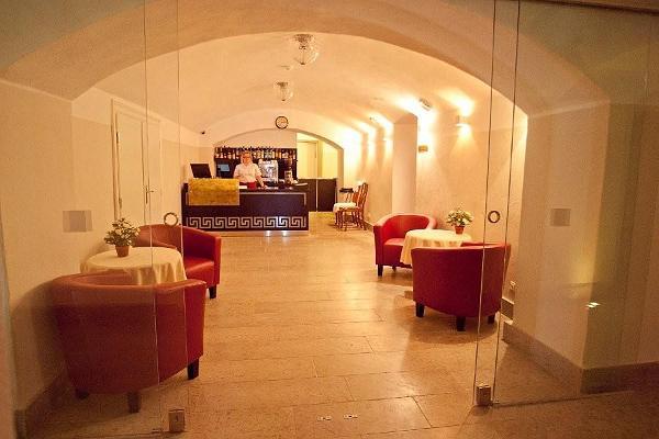 Ресторан отеля Saka Cliff