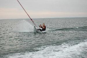 Вейкбординг, или поездка на доске или водных лыжах