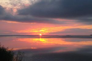 Loma purjeiden alla Haapsalun lahdella ja Itämerellä