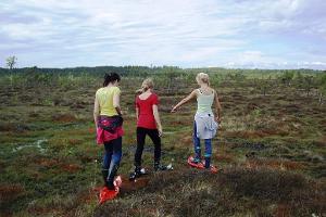 Bogshoeing in Rääma bog by Seikle Vabaks