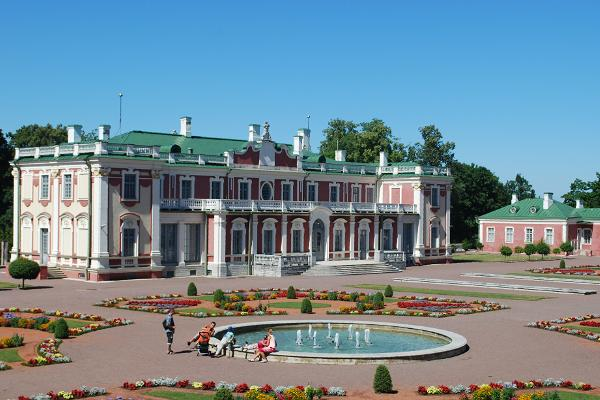 A picturesque bicycle tour of Kadriorg in Tallinn