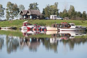 """""""Fishing Village"""" piedāvā iznomāt laivu un zvejas piederumus zvejai Pērnavas līcī"""