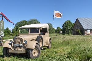 Kirsin vanhojen ajoneuvojen museo Virtsussa