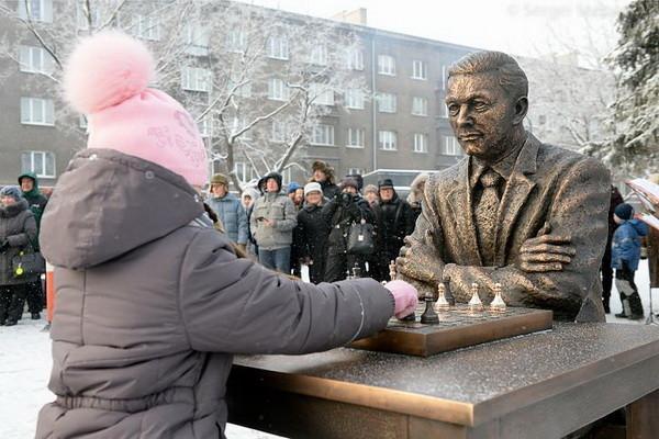 Statue of Paul Keres