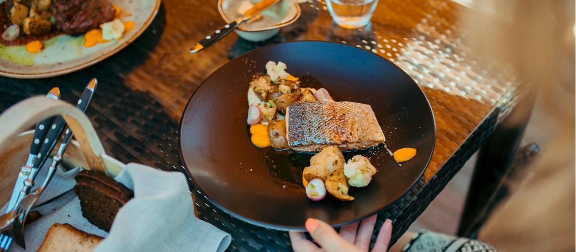 Изысканная-еда-в-Эстонии-рестораны-блюда-и-напитки