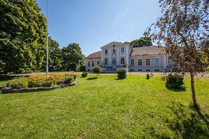 Oti manor