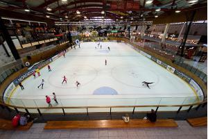 Skridskoåkning på Astri Arena i Lõunakeskus