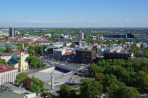 Vapaudenaukio ja vapaussodan muistomerkki Tallinnassa