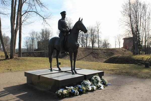 Kindral Johan Laidoneri ratsamonument