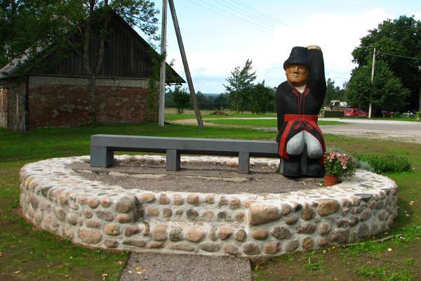 Wooden sculptures in Mulgimaa