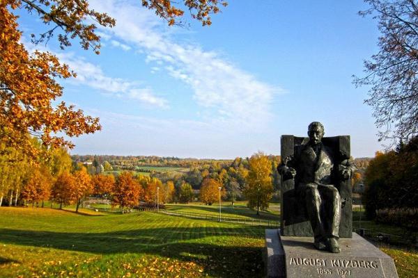 August Kitzbergi monument