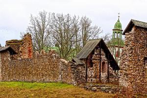 Karksi primeval valley and order fortress ruins