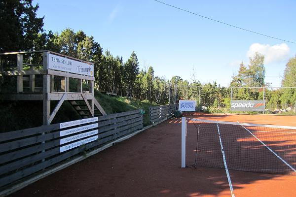 Pivarootsi Tuulik tenniseväljak