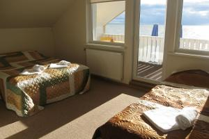 Doberani Beach House, accommodation right on the sandy beach of Valgeranna