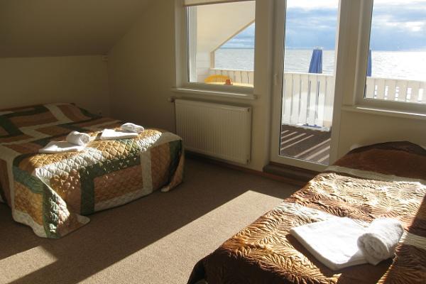 Doberani Beach House, accommodation right on the sandy beach of Valgeranna