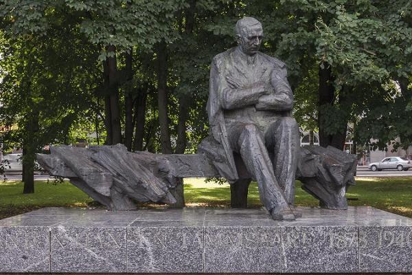 A. H. Tammsaaren muistomerkki