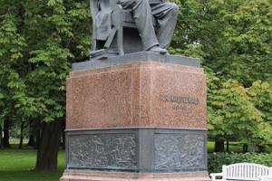 F. R. Kreutzwaldi monument Tallinnas