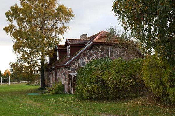 Pivarootsi mõisa Külalistemaja
