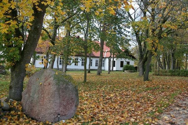 Pivarootsi Manor