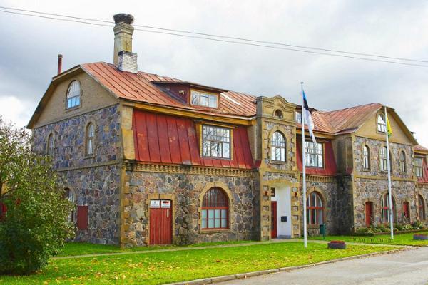 Fieldstone buildings in Laekvere small town centre