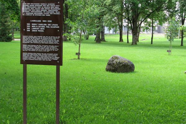Emakeele park, Väike-Maarja
