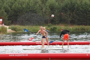 Lustiges SUP-Polo Spiel in Pärnu Vallikäär