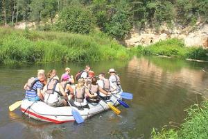 Aizraujošs nobrauciens ar gumijas plostu (rafting) pa Ahjas upi