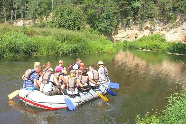 Увлекательный поход на резиновых плотах (рафтинг) по реке Ахья