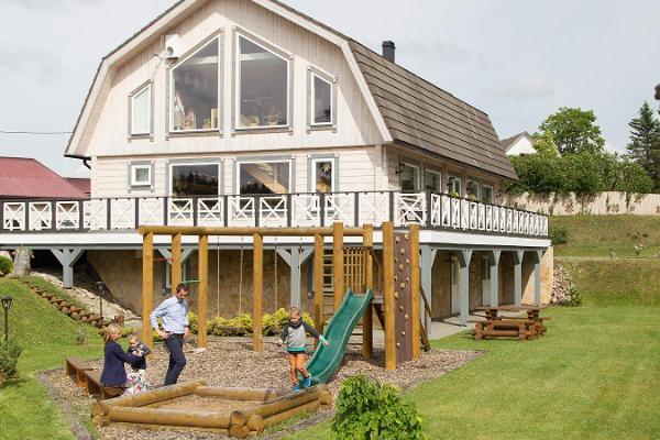 Seminarraum des Avinurme Puiduait (Zentrum für Holzhandwerk)