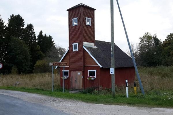 Hafenmole und Spritzenhaus von Österby