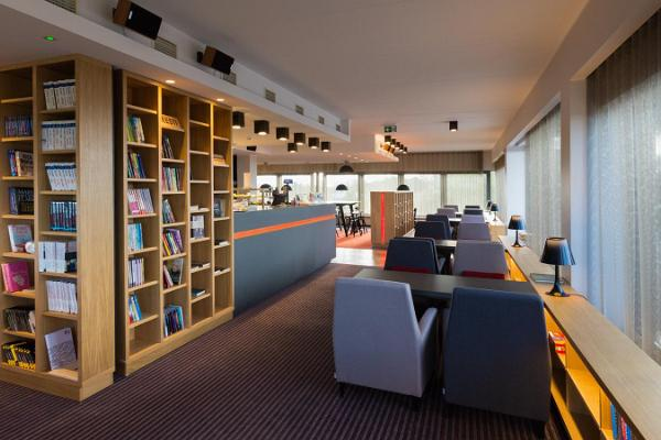 Книжное кафе Purje