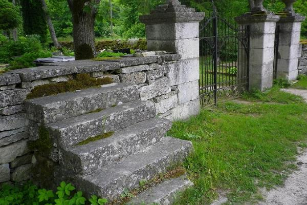 Kudjape Graveyard